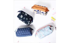Fashion Custom Small Cosmetic Pouch Waterproof Lady Makeup Bag Printing Travel Cosmetic Organizer Bag